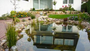 Naturteich oder Bachlauf im Garten Delmenhorst